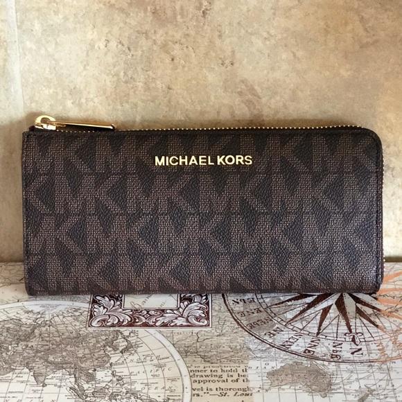 6ab158cf63f7fd Michael Kors Bags | Sale Nwtmk Jet Set Travel Lg 34 Zip Wallet ...